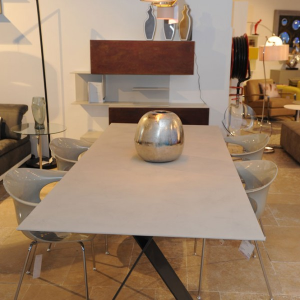 Table DSC_7083
