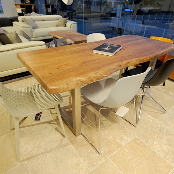 Table DSC_7233